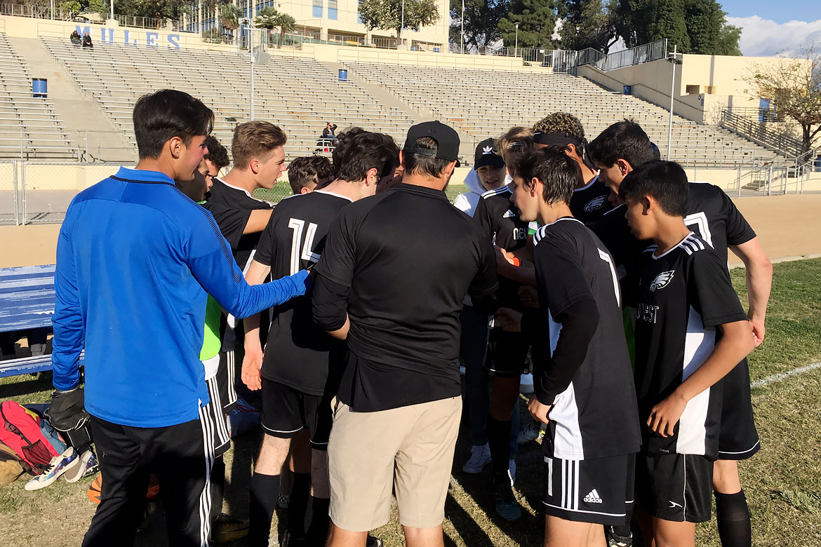 2018-09-boys-soccer-huddle